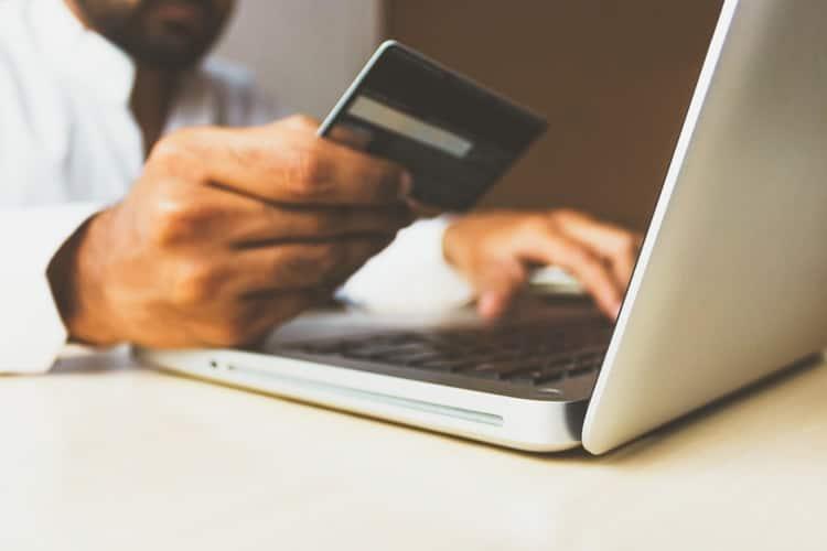 cartão de débito tem limite